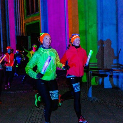 Runners by church Hallgrímskirkja