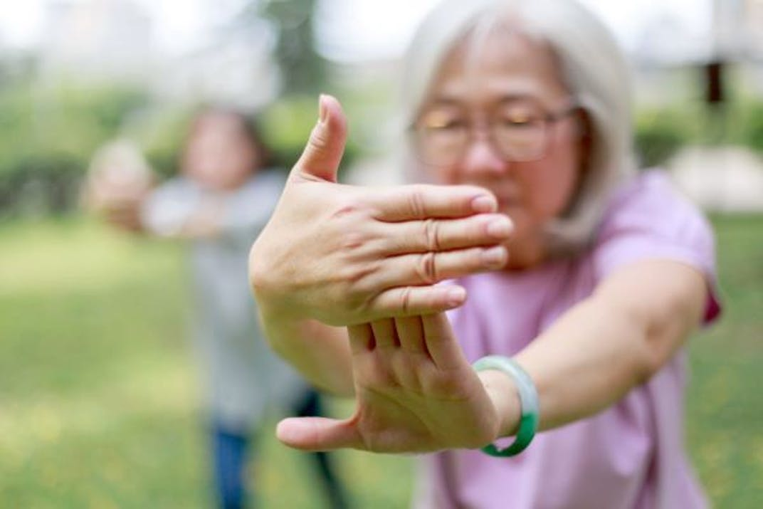 A woman who has psoriasis or psoriatic arthritis does tai chi.