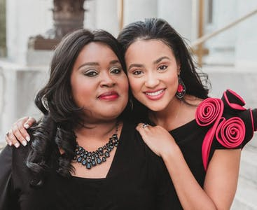 Tiara Pennington and her mother pose together outside.