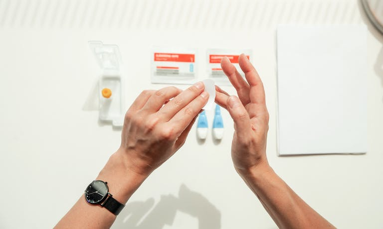 10 tips to help you take a finger-prick blood test
