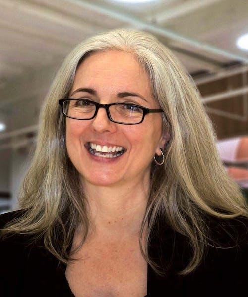 Donna Costa headshot