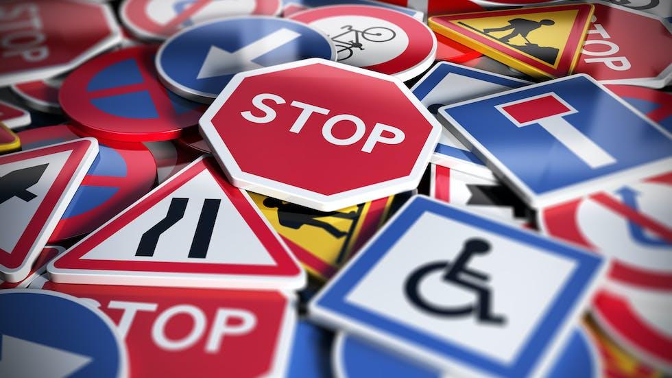 Señales de indicación, dirección y prohibición.