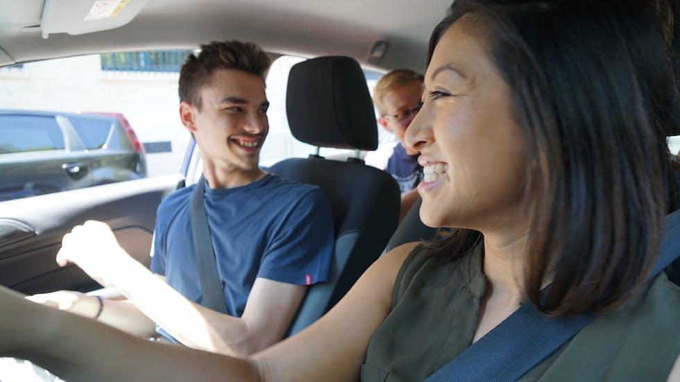 Conductor aprendiendo a conducir para presentarse al test.
