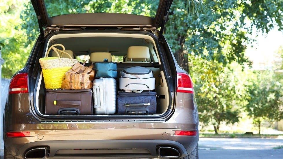 Vehículo con carga en el maletero