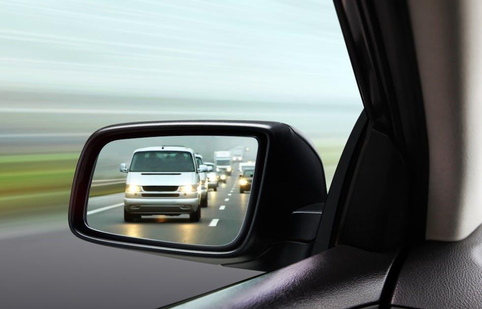 Visibilidad por el retrovisor exterior izquierdo.