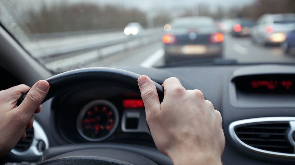 Controlar la distancia en el vehículo