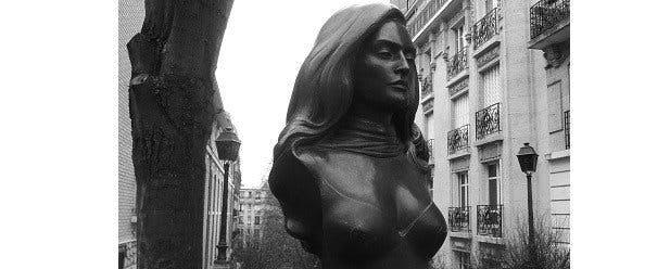 statue dalida