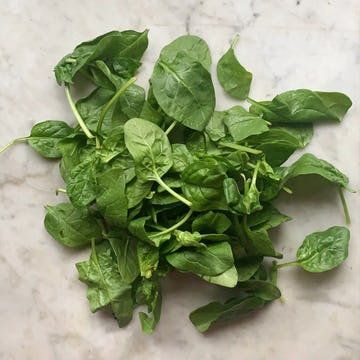 bunch of fresh spinach leaves