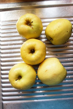 5 large yellow apples