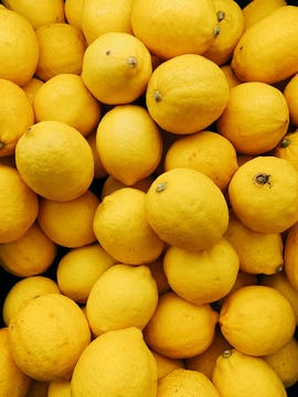 A big pile of lemons.