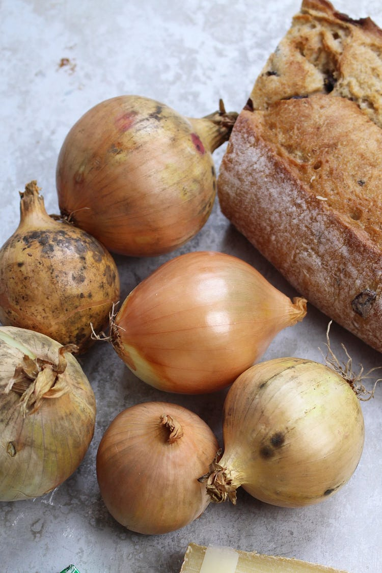 6 sweet onions with their skin and sourdough bread on the side