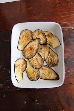 sliced grilled aubergines