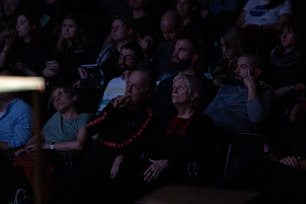 Lance & Neila Wyman listening to Joshua Davies – © Michael Fasching