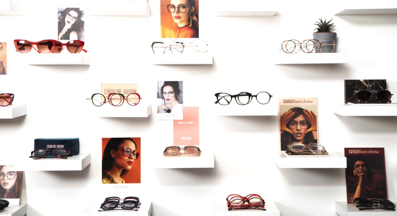 Facing intérieur présentation lunettes de soleil et optique
