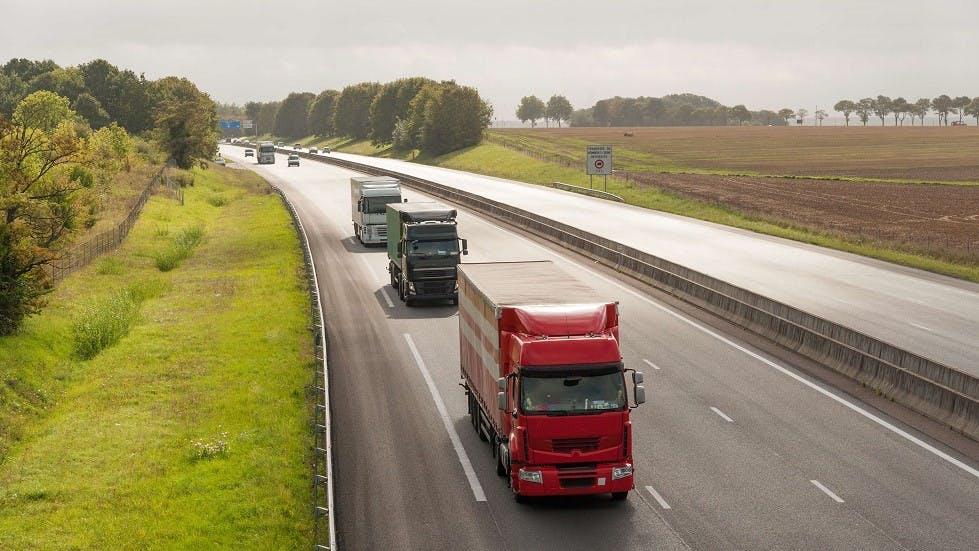 Camions circulant sur l'A13