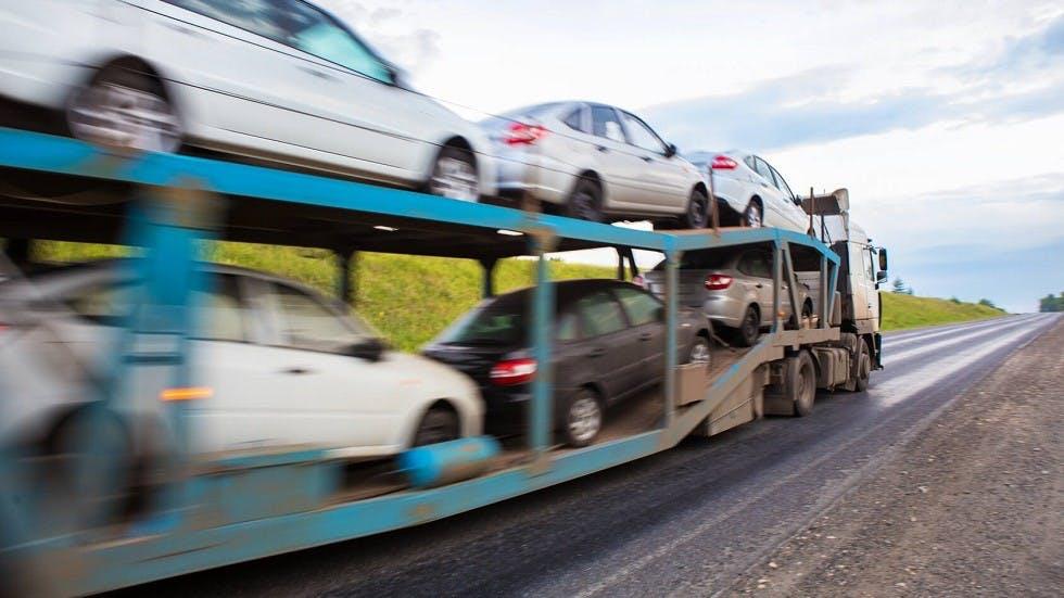 Vehicule de transport d'automobiles neuves