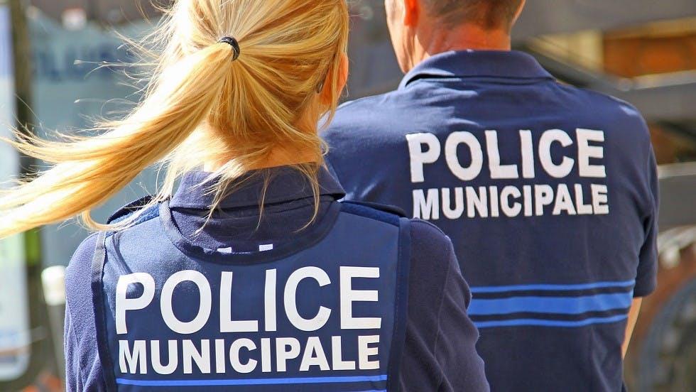 Policiers municipaux en intervention