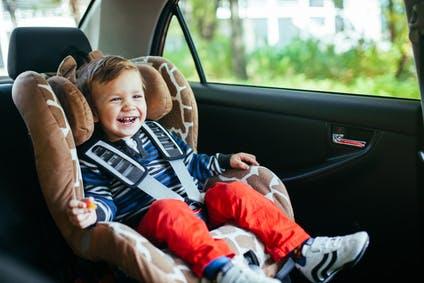 Dispositif pour enfant : siège auto