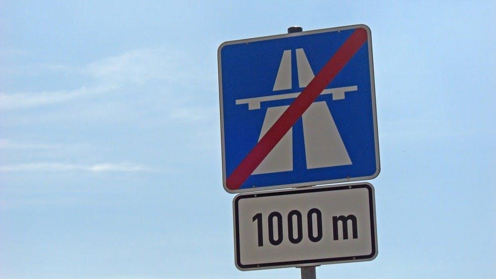 Panneau d'indication de fin d'autoroute