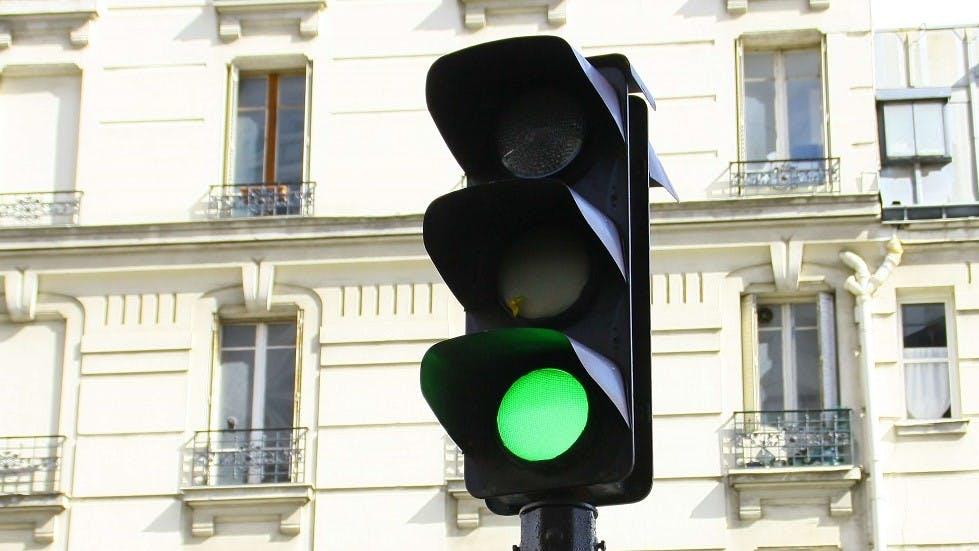 Feu de signalisation vert à Paris