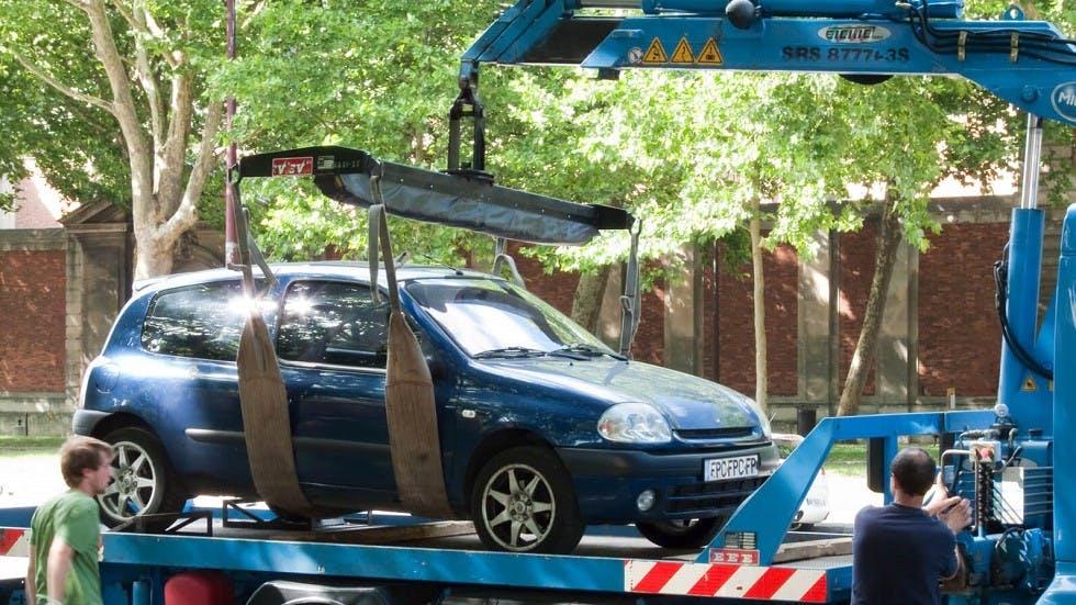 Enlevement et mise en fourrier d'un vehicule suite a un stationnement en double file