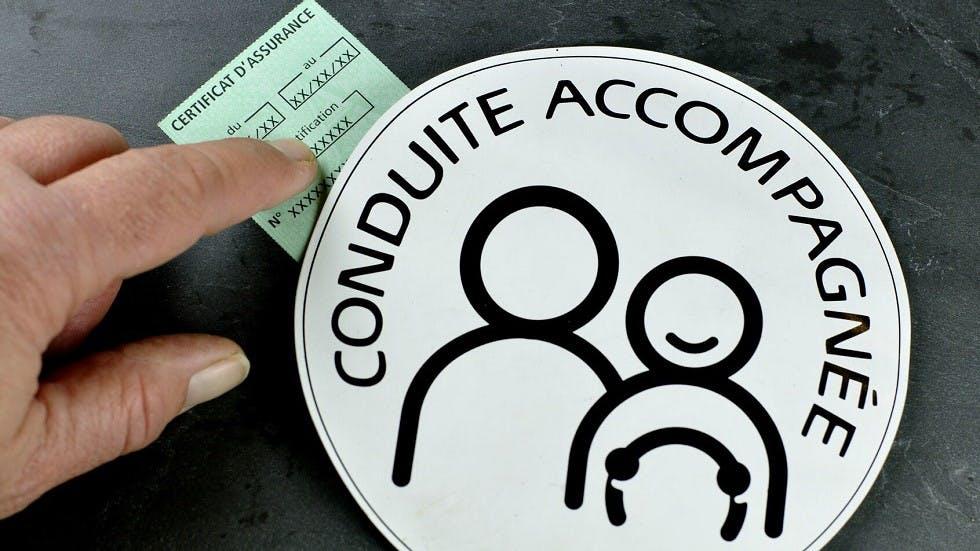 Disque de conduite accompagnee et certificat d'assurance