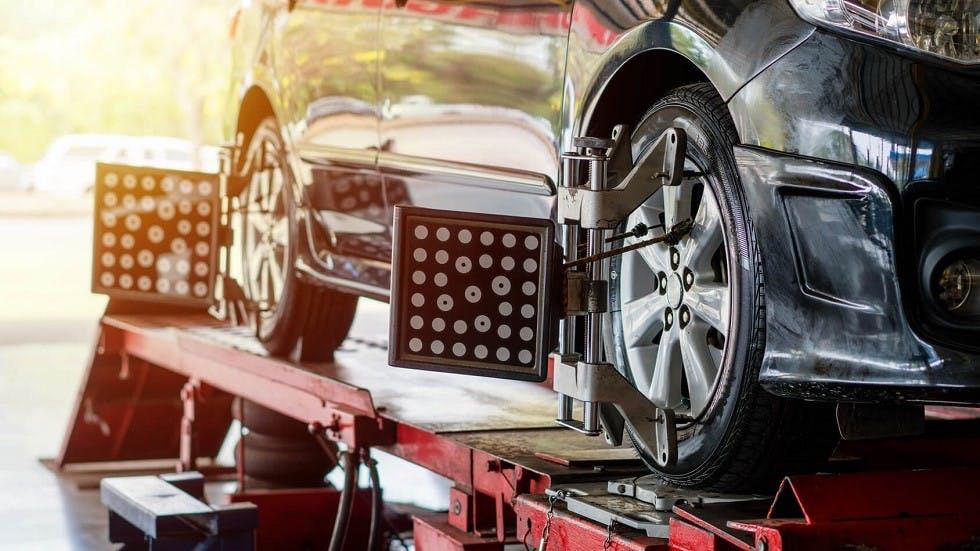 Realisation automatique du parallelisme des roues