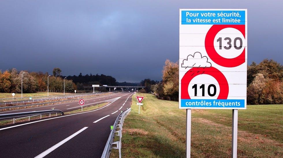 Panneaux limitations de vitesse sur autoroute