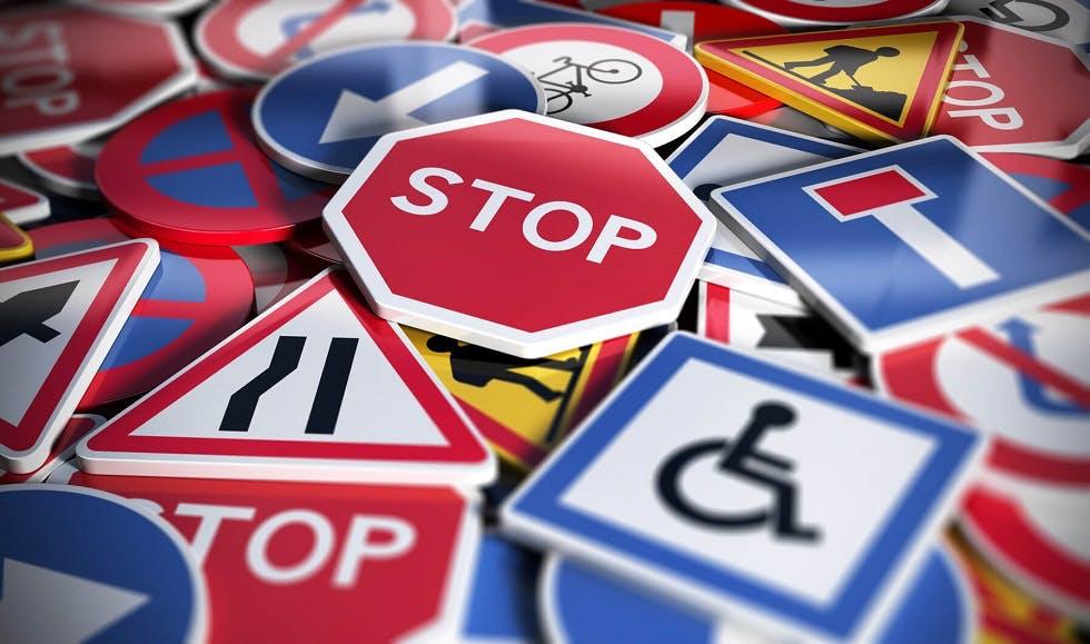 Représentation de différents panneaux du code de la route