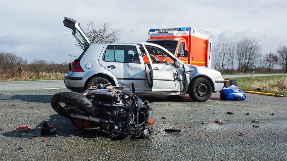 Collision entre une moto et une automobile