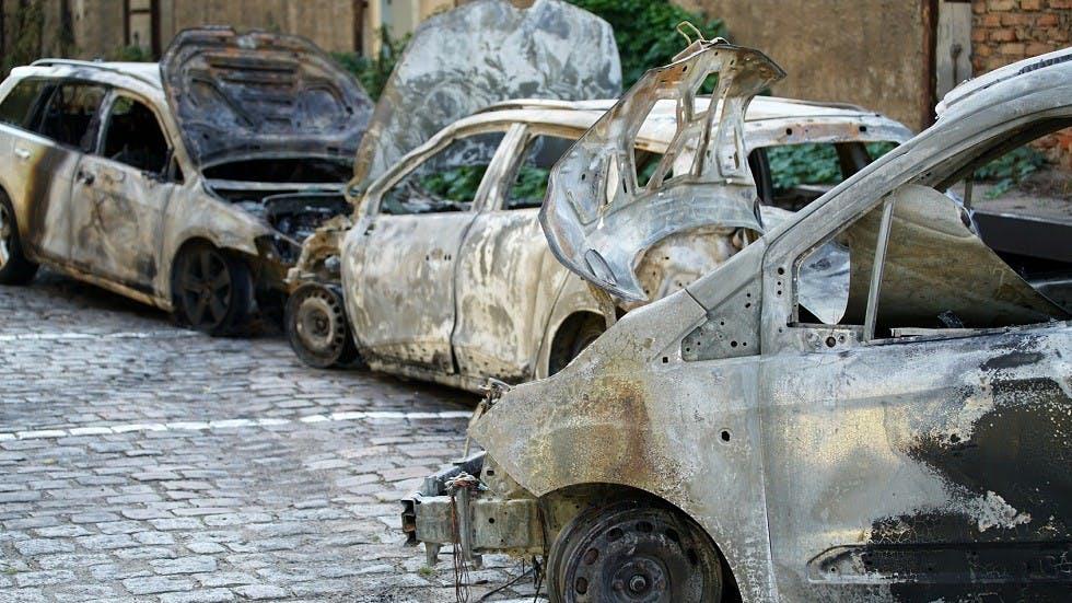 Ensemble de vehicules victimes d'un incendie