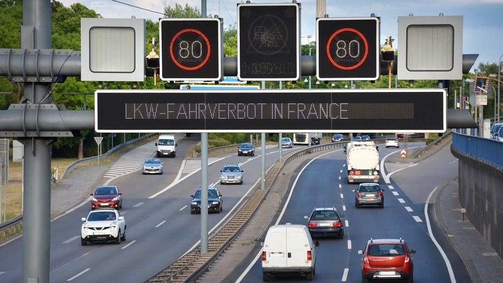 Panneaux de limitation de vitesse dynamique Allemands