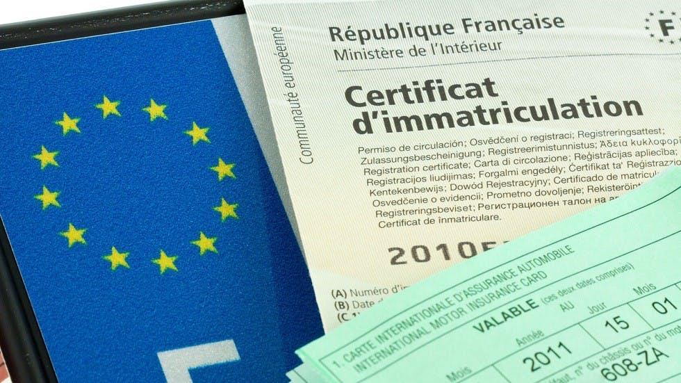 Certificat d'immatriculation, certificat d'assurance et plaque d'immatriculation