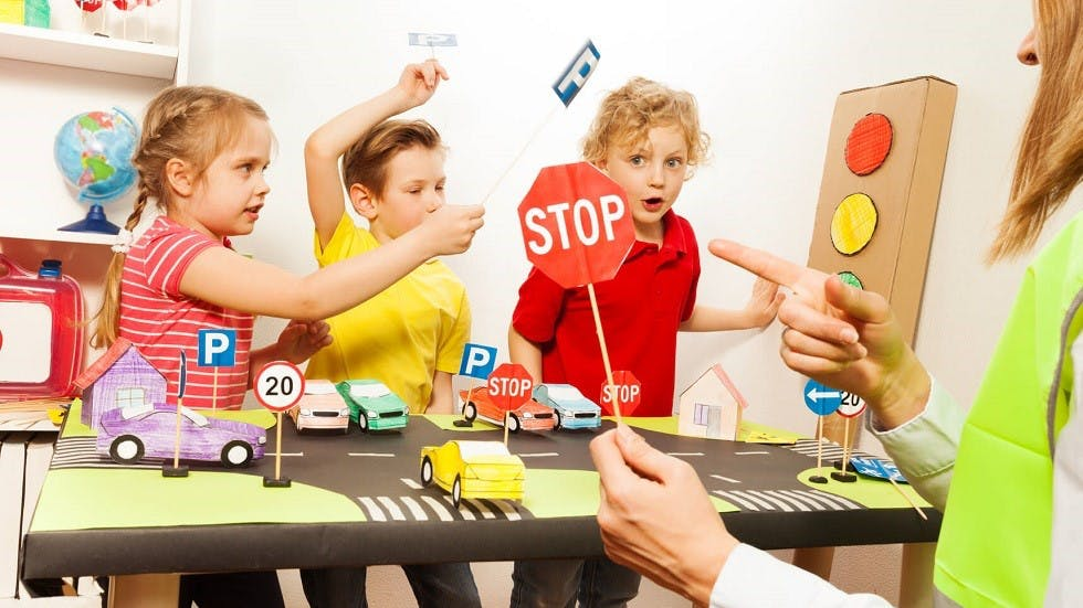 Groupe d'enfants formes a la securite routiere