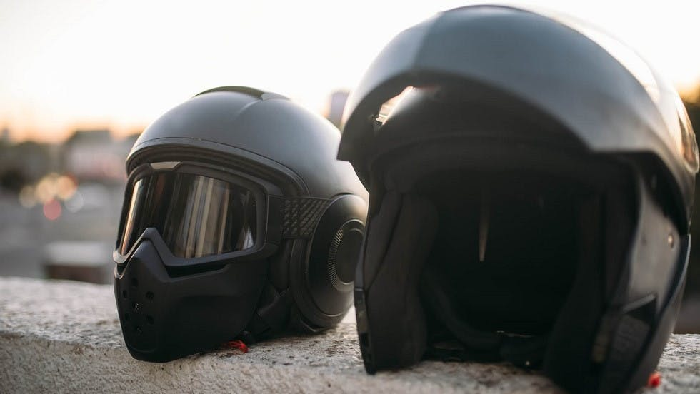 Differents modeles de casque de protection moto