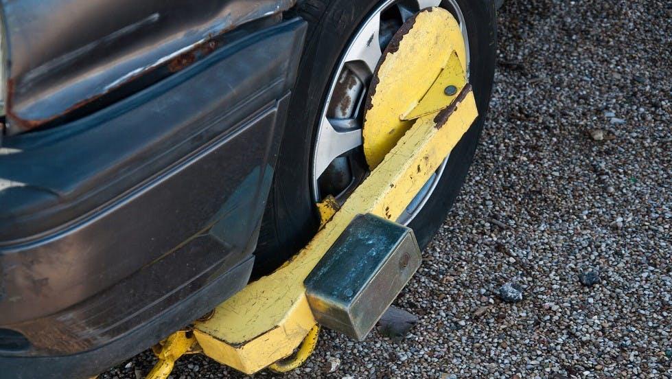 Sabot des forces de l'ordre immobilisant un vehicule
