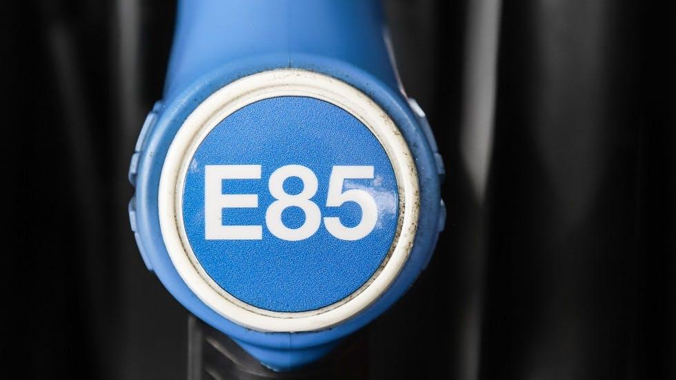 Pistolet de pompe a essence portant la mention E85