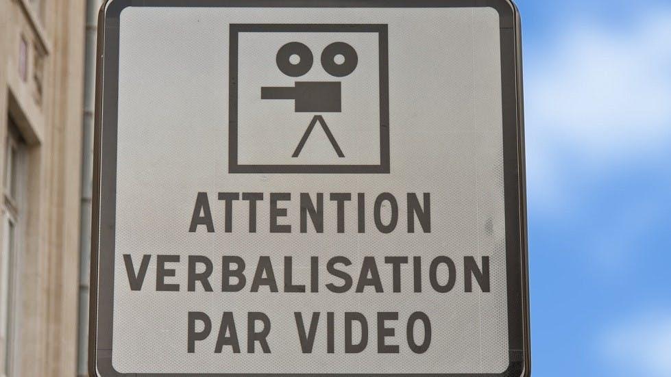 Panneau indiquant une zone de verbalisation par video