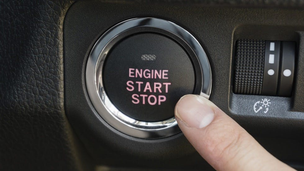 Bouton de demarrage Stop and Start d'une automobile