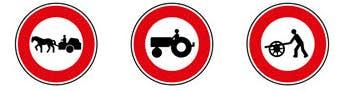 différents panneaux d'interdiction de véhicules lents