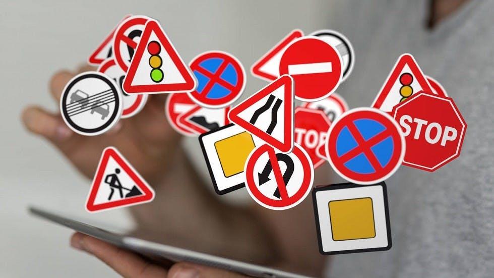 Tablette et panneaux du code de la route