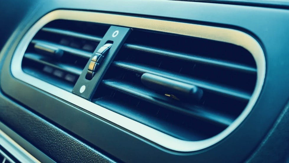 Grille de ventilation de la climatisation d'une automobile