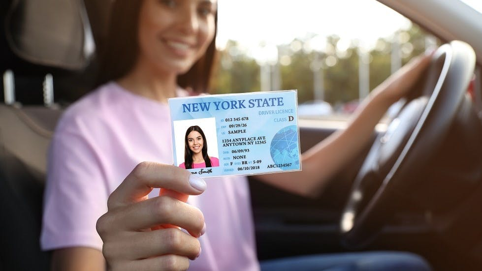 Jeune conductrice permis de conduire americain