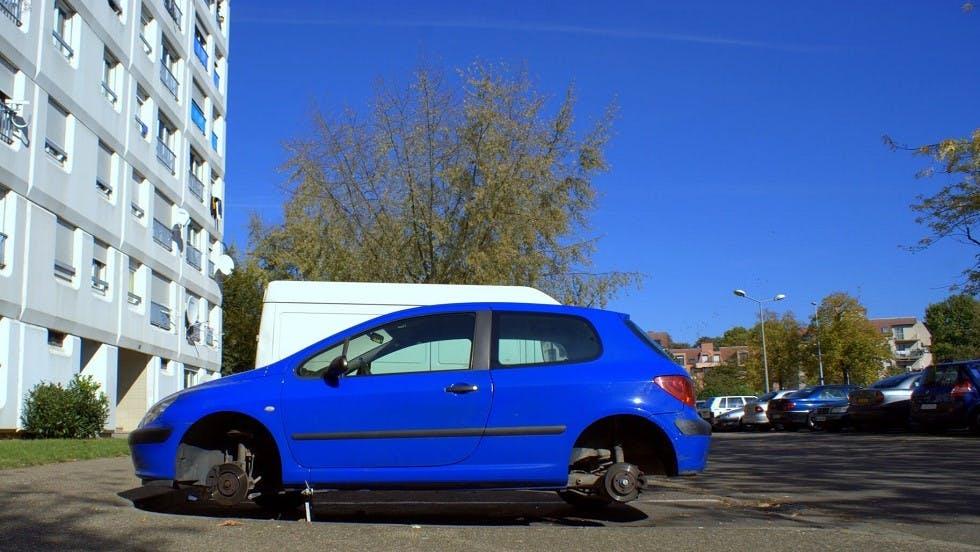 Automobile sans ses roues