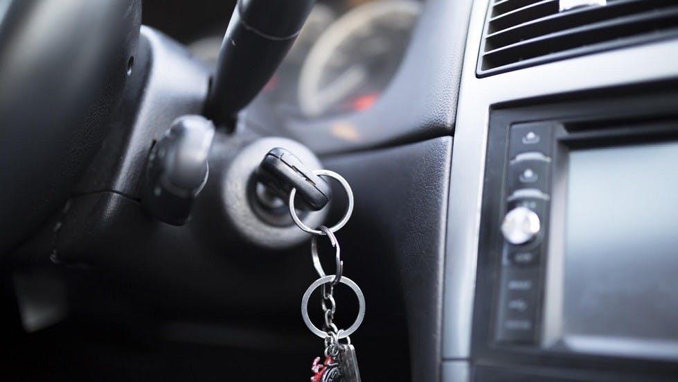 Demarreur et cle d'une automobile
