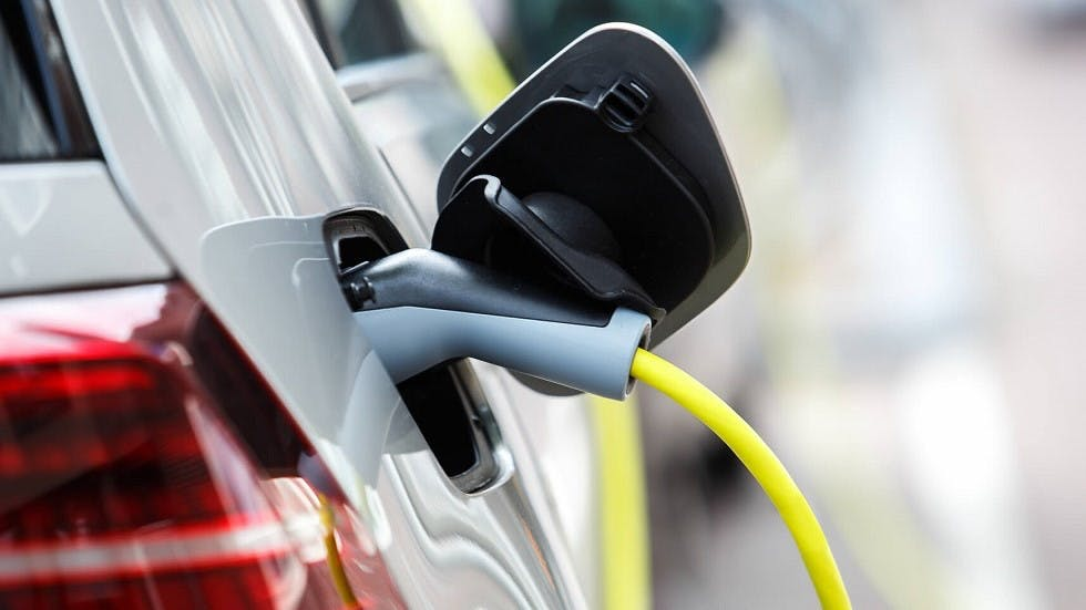 Chargement d'une automobile electrique
