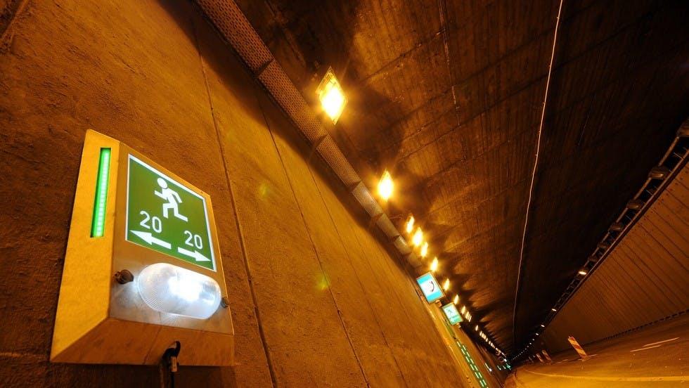 Differents elements de signalisation lumineux de sortie de secours