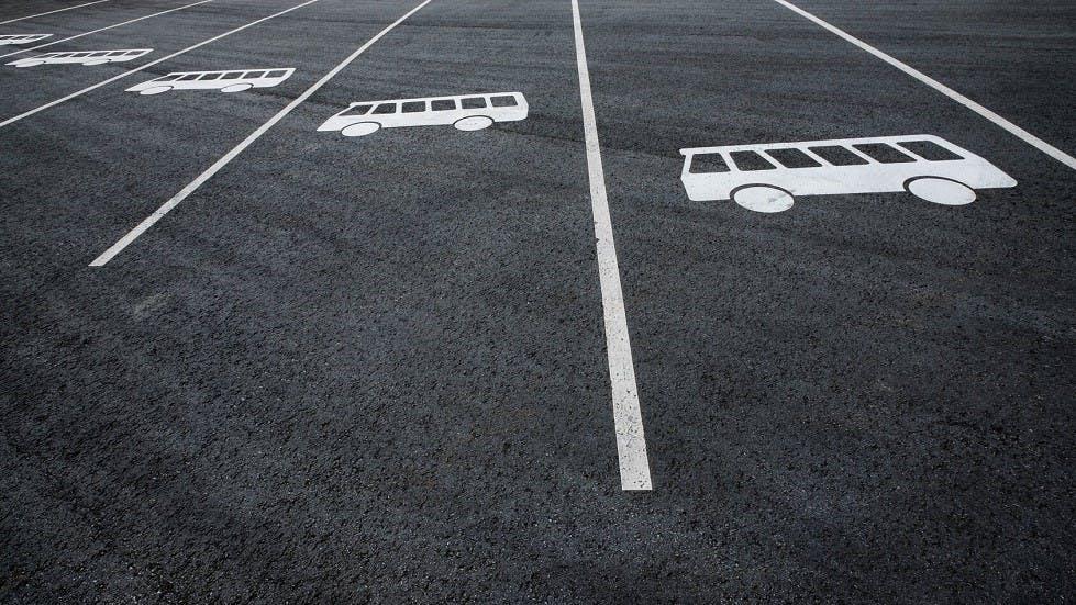 Place de stationnement pour les autobus