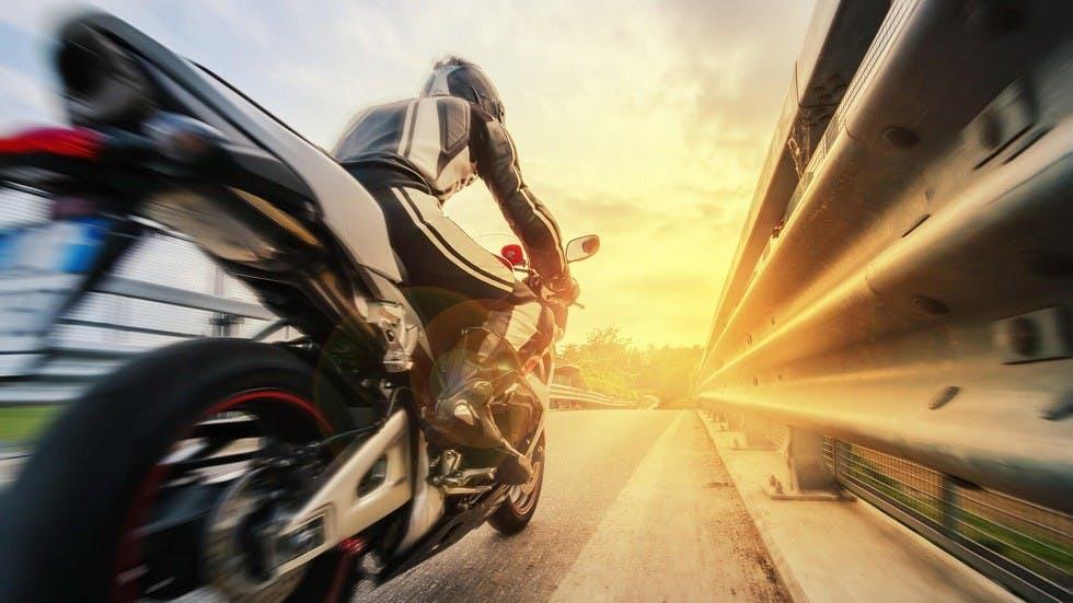 Sensation de vitesse a moto sur autoroute