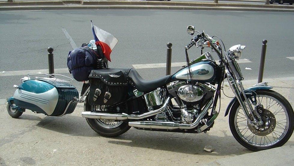 Petite remorque pour un deux-roues motorise